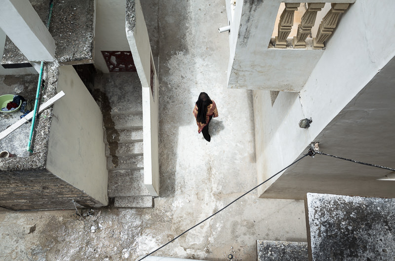 A woman walks the narrow alleyways of Lamu Town.  GreatDistances / Matt Wicks