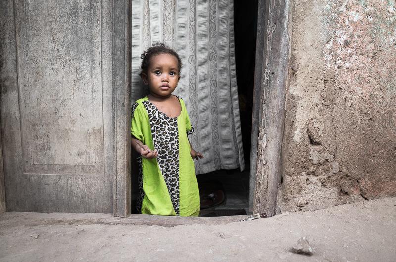 street portrait of a young girl in Lamu, Kenya. GreatDistances / Matt Wicks