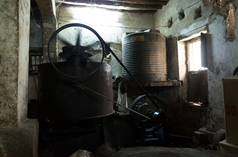 Machinery producing coconut oil in Lamu Town, Kenya. GreatDistances / Matt Wicks