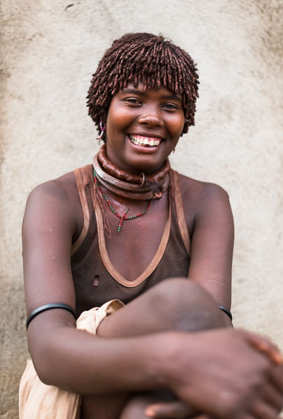 Portrait of a Hamar tribe woman in Turmi. Photographing the Tribes of South Omo, Ethiopia - GreatDistances / Matt Wicks