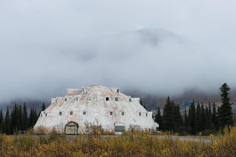 The defunct and abandoned Igloo Hotel on the Alaska Parks Highway. GreatDistances / Matt Wicks - Two Weeks in Alaska: Selected Photos